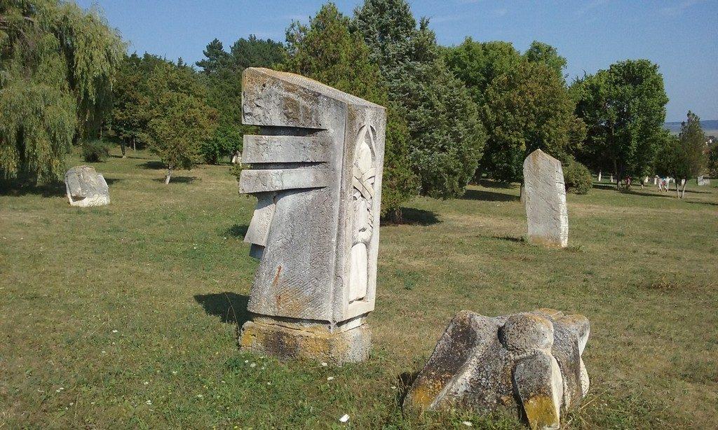 Oarba de Mures, Mausoleu, ostasi, obiective din Romania, atractii turistice