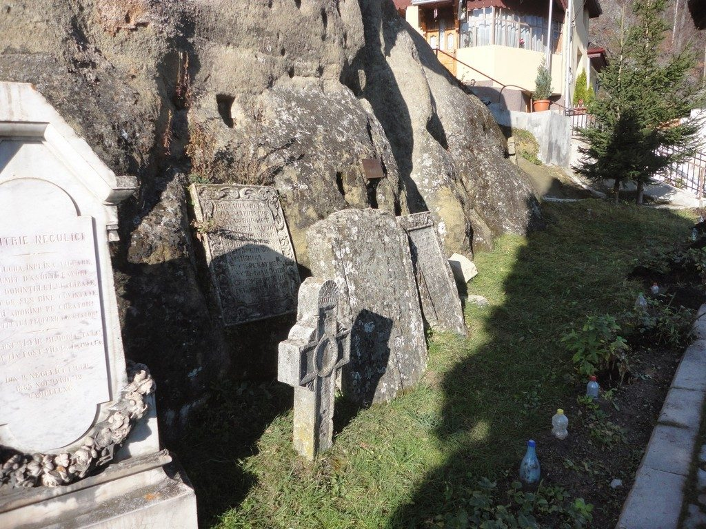 Manastirea rupestra Namaiesti