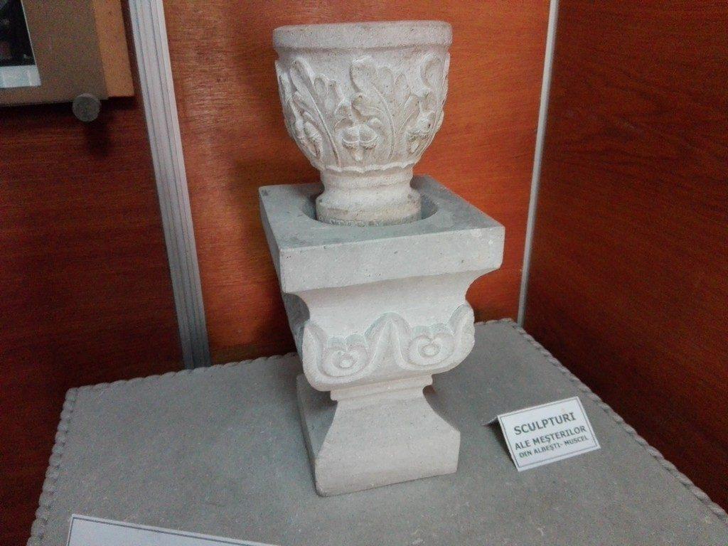 sculptura in piatra de albesti
