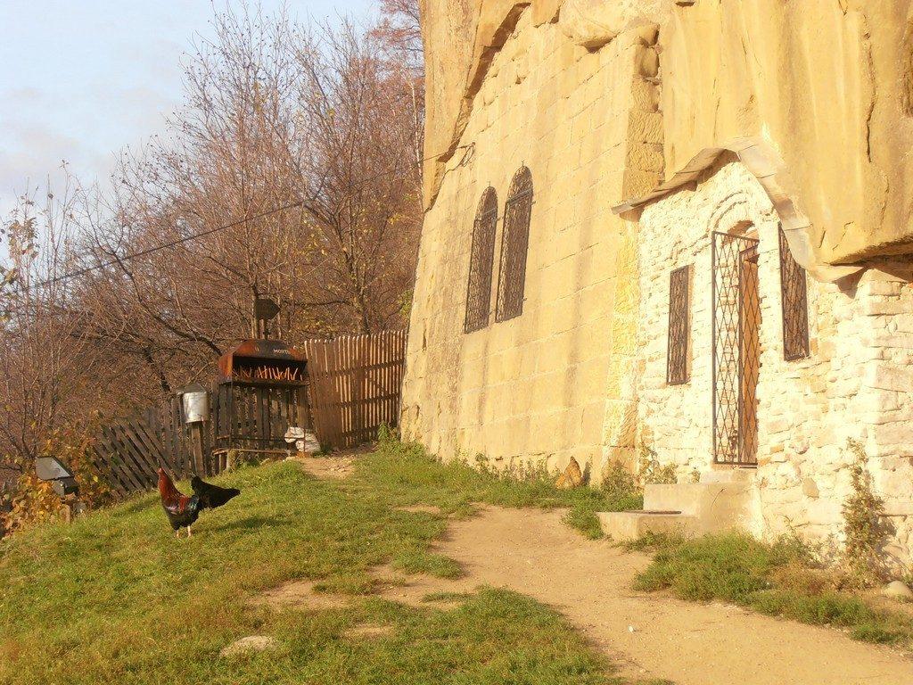 Biserica rupestra Corbii de Piatra