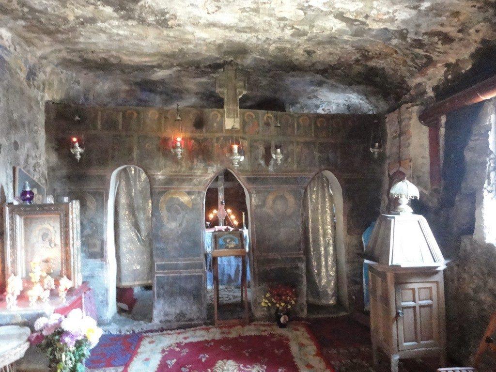 Cetateni, manastire rupestra