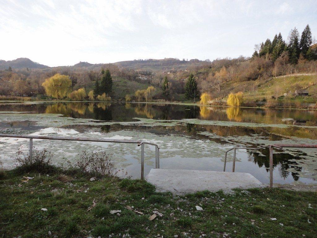 lac inspre Corbii de Piatra