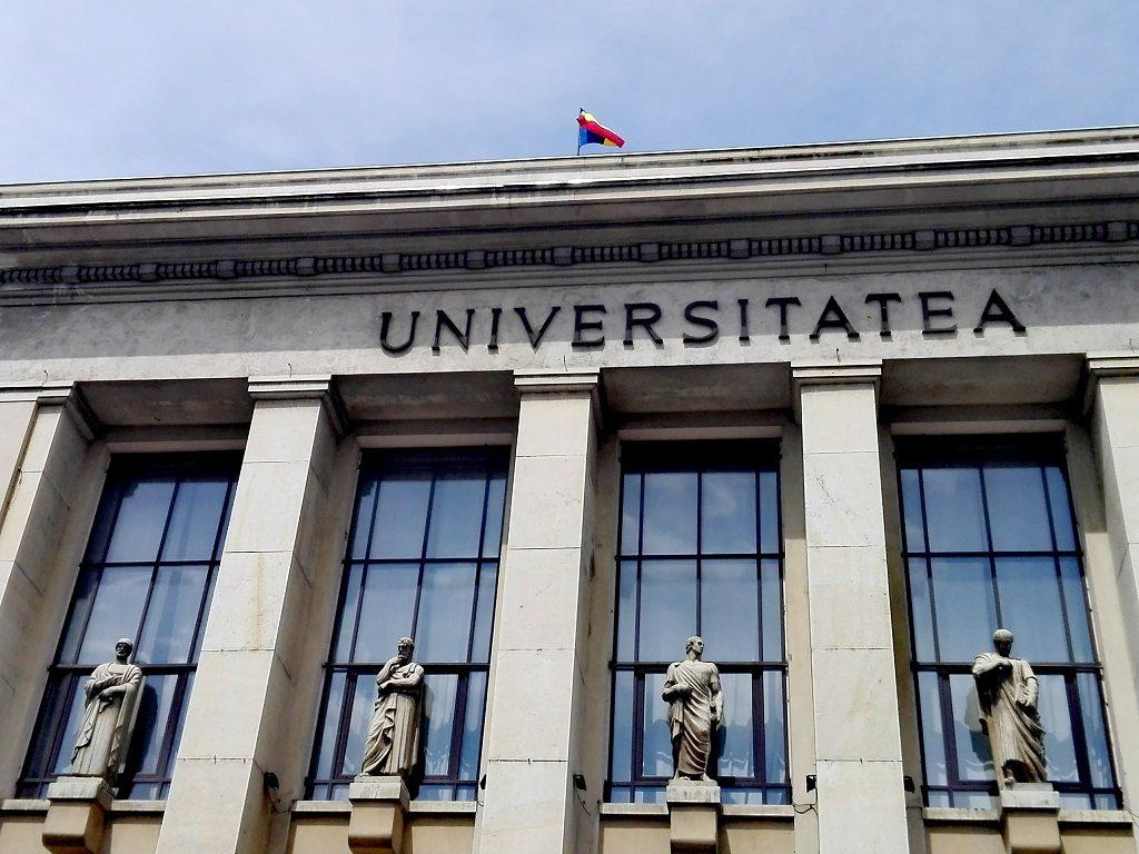Facultatea de Drept Bucuresti, statui sculptate de Ion Jalea, marii juristi ai antichitatii, monumente Romania.jpg