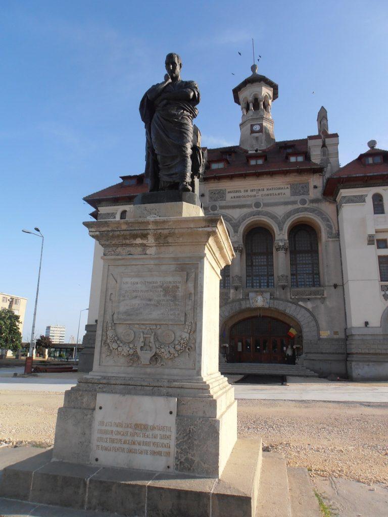 Muzeul de istorie si Arheologie Constanta, obiective turistice in Constanta, infoturism, Statuia lui Ovidiu