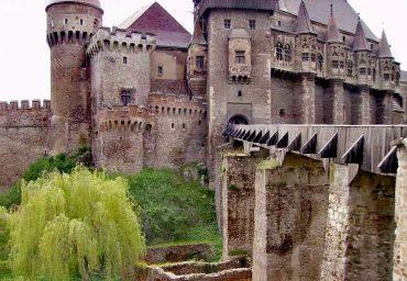 Castelul Huniazilor, corvinilor, Huniade, obiective turistice Hunedoara, Romania
