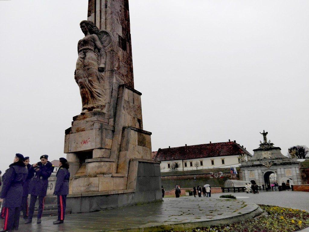 Alba Iulia 1 decembrie, ziua nationala, obiective turistice Romania statuia lui Horea Closca si Crisan