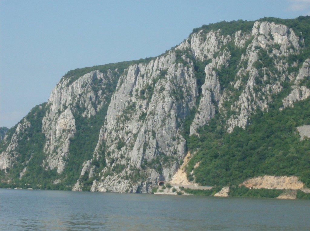 Cheile Tasnei, statuia lui Decebal, tiroliana, obiective turistice Romania, Cazanele Dunarii, concediu Herculane, infoturism