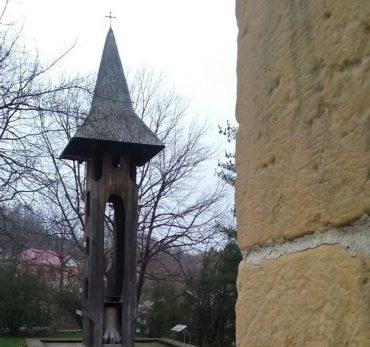 Biserica-Borzesti-si-Stejarul-din-Borzesti