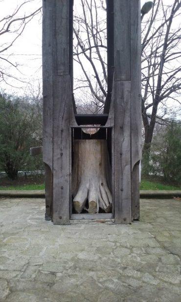 Biserica Borzesti si Stejarul din Borzesti, obiective turistice in Onesti, judetul Bacau