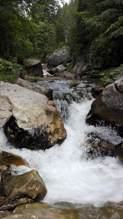 Cheile Zanoagei (1)Cheile Zanoagei, Cheile Orzei, 7 Izvoare, trasee de munte in Romania