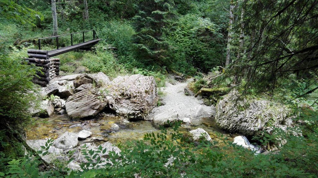Cheile Zanoagei, Cheile Orzei, 7 Izvoare, trasee de munte in Romania