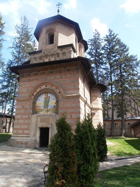 Manastirea Cornetu, Obiective turistice pe Valea Oltului