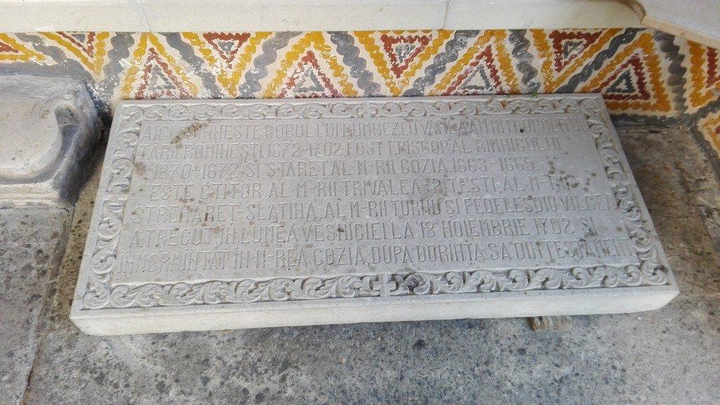 Manastirea Cozia, Obiective turistice pe Valea Oltului