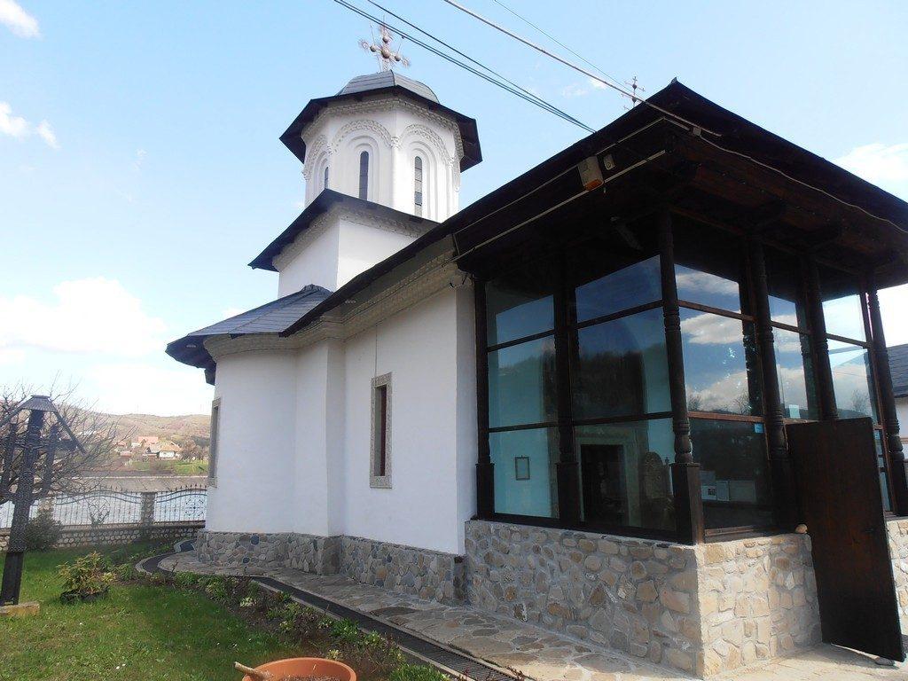 Schitul Ostrov