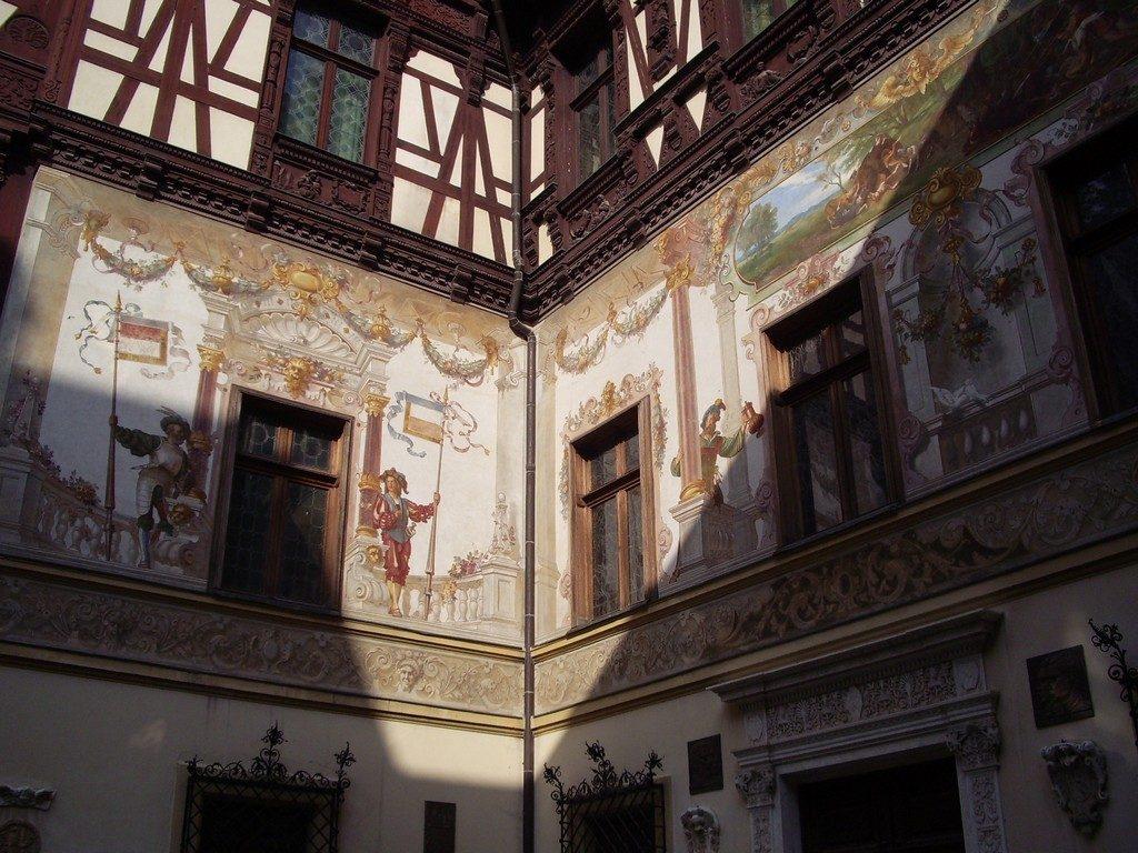 Castelul Peles, Sinaia, pictura exterioara