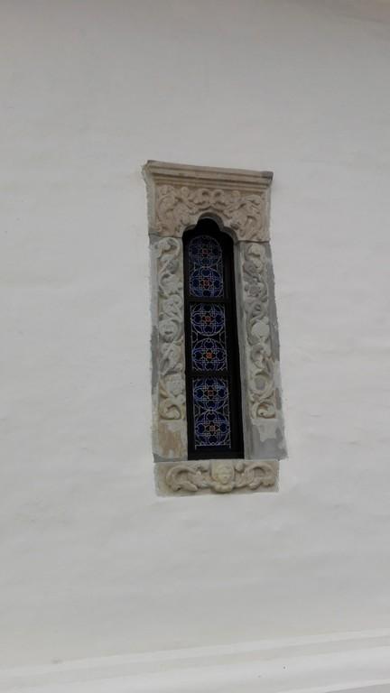 Manastirea Sinaia, ancadrament fereastra