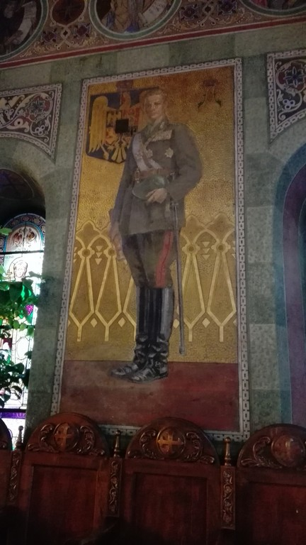 Regele Mihai la biserica Mihai Voda din Bucuresti