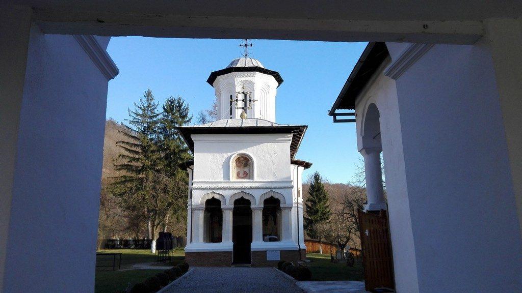 manastirea-surpatele