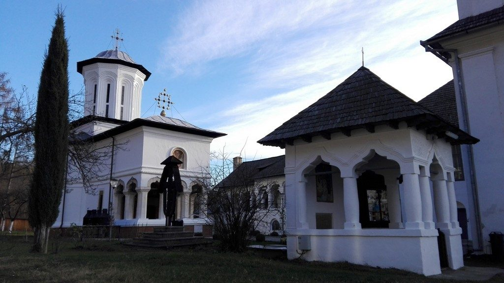 Manastirea Surpatele, obiective turistice in Valcea, infoturism