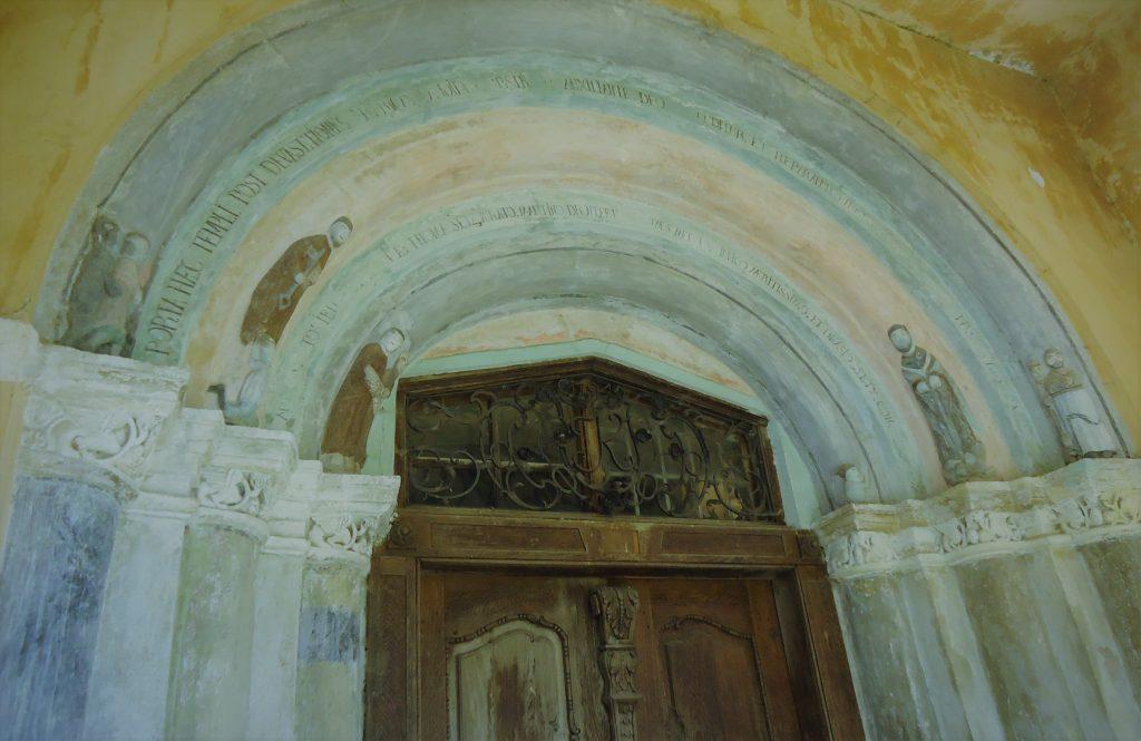 Biserica din Hosman, portal