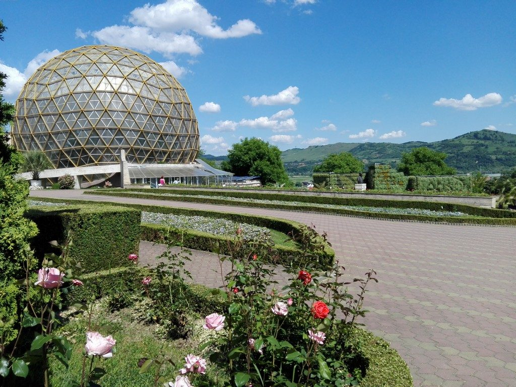 Gradina botanica Jibou, Salaj, obiective turistice Transilvania, Romania, concediu, infoturism