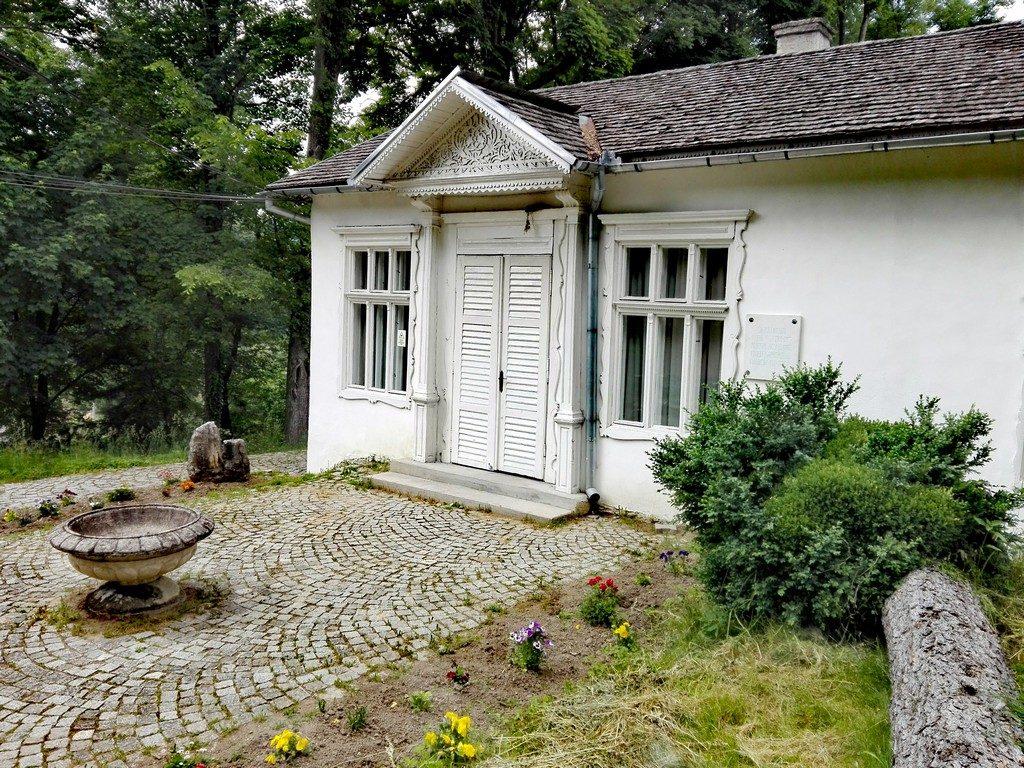 Casa Ady Endre, Mausoleul lui Octavian Goga Ciucea, Edy Emre, obiective turistice Transilvania, Romania, concediu, infoturism