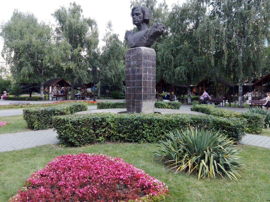 statuia lui Nichita Stanescu, Obiective turistice Ploiesti, monumente istorice, Prahova, Romania