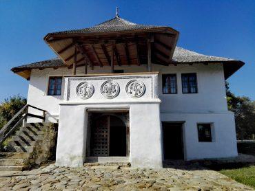 Casa cu blazoane, Chiojdu, judetul Buzau, top obiective turistice Romania
