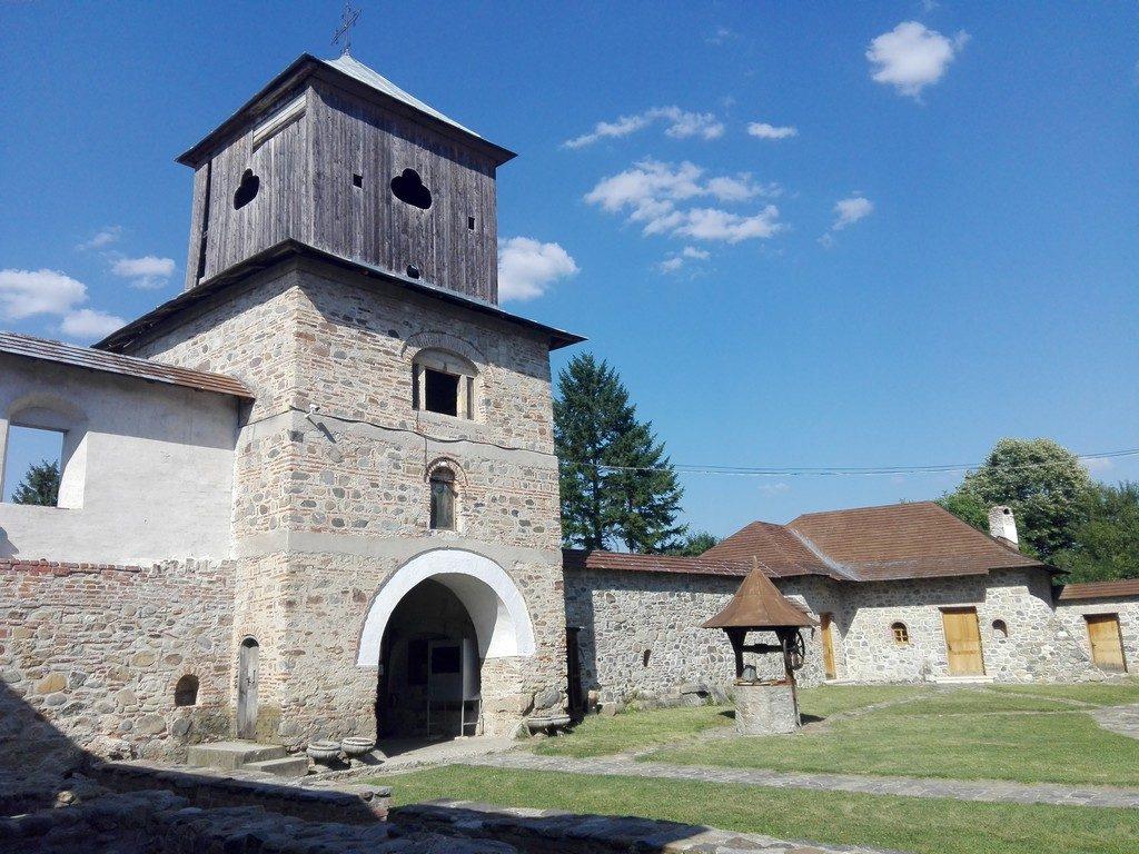 Schitul Fedelesoiu, obiective turistice Valcea, Romania, infoturism, manastirea fedelesoiu