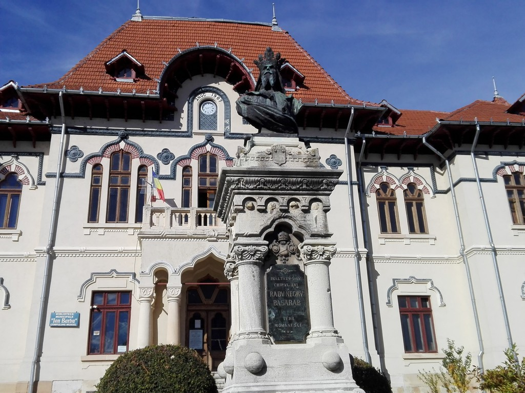 Biblioteca judeteana Campulung, cladiri istorice Romania