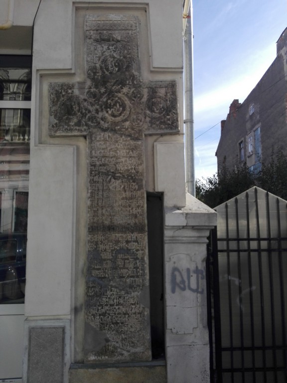 Crucea din perete Campulung