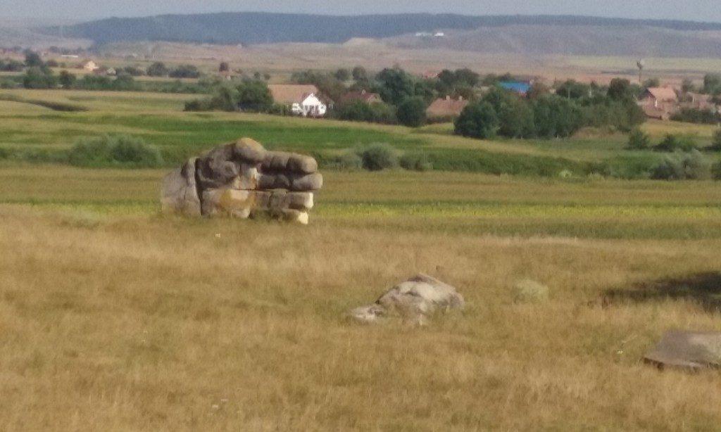 Oarba de Mures, Mausoleu, ostasi, obiective din Romania, sculpturi in piatra, atractii turistice