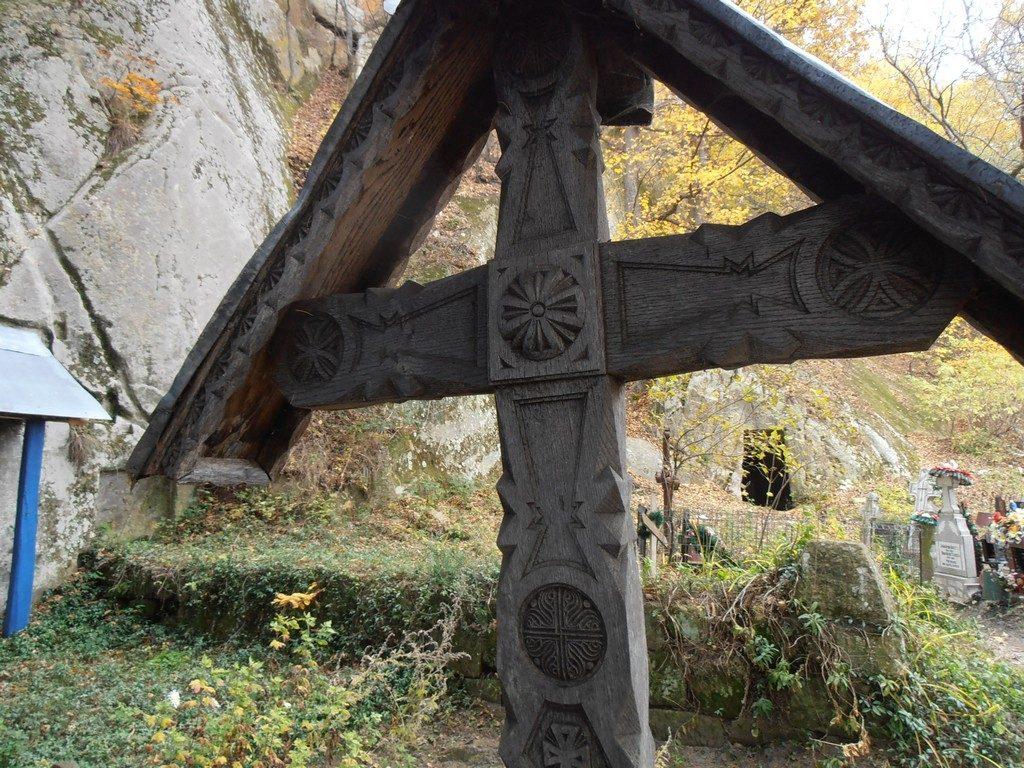 Turism la Bisericuta Alunis, schituri rupestre, obiective turistice in Buzau, Romania