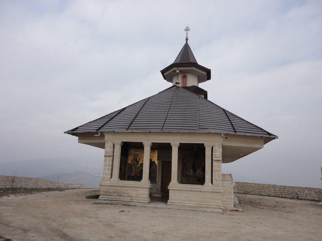 Necropola traca de la Naeni, obiective turistice in Romania