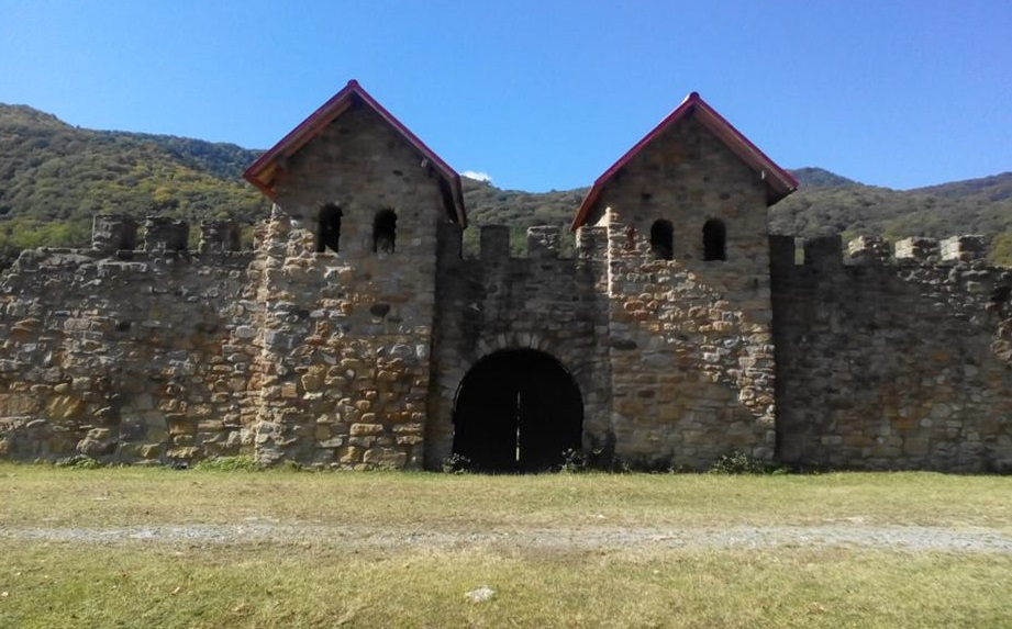 Castrul roman Arutela, Obiective turistice pe Valea Oltului