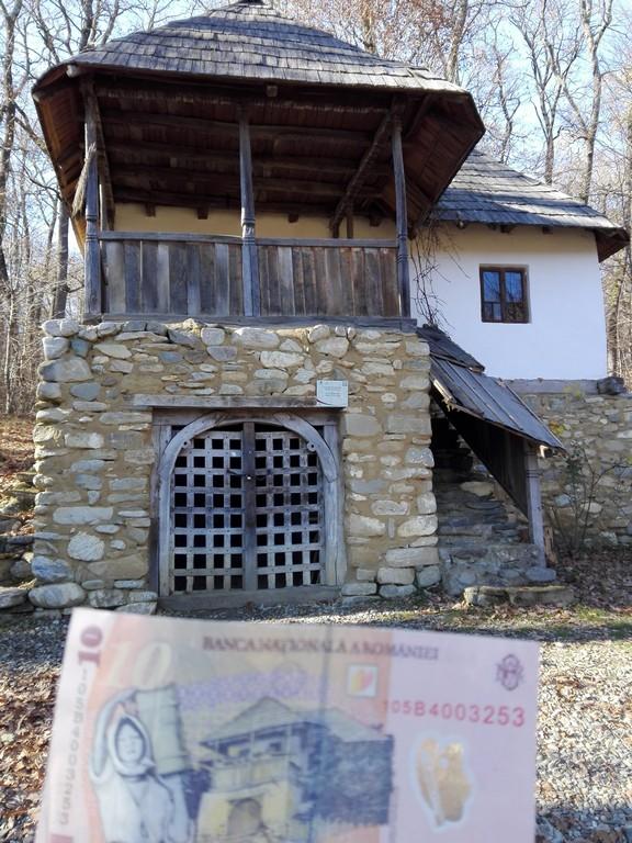 casa de pe bancnota de 10 lei, Muzeul satului Sibiu, Astra, obiective turistice Romania