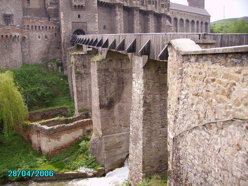 Infoturism, Castelul Huniazilor, obiective turistice in Transilvania, Top atractii turistice din Romania