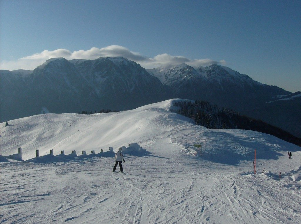 Azuga ski low cos