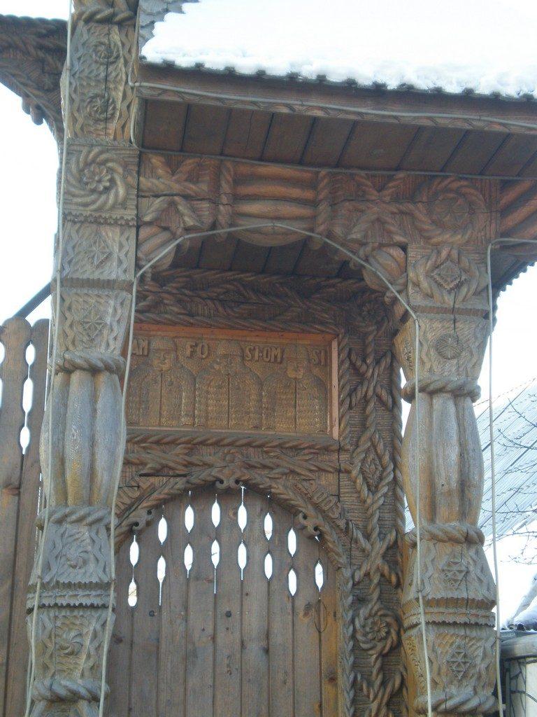 poarta sculptata Maramures