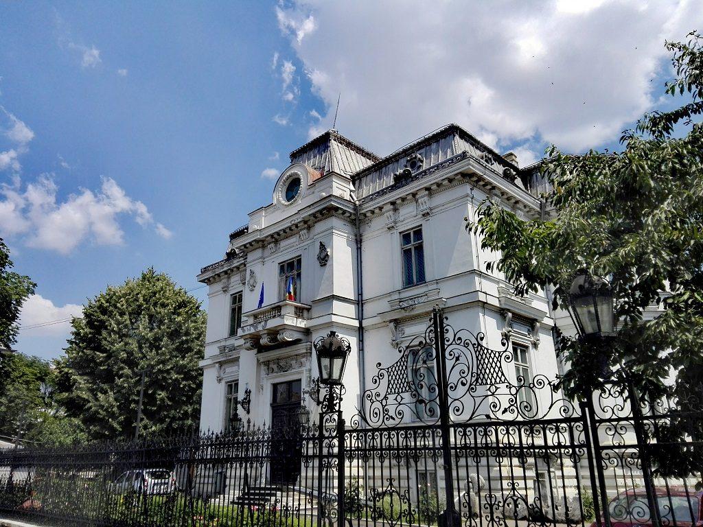 Muzeul de arta Ploiesti, obiective turistice Prahova, Romania