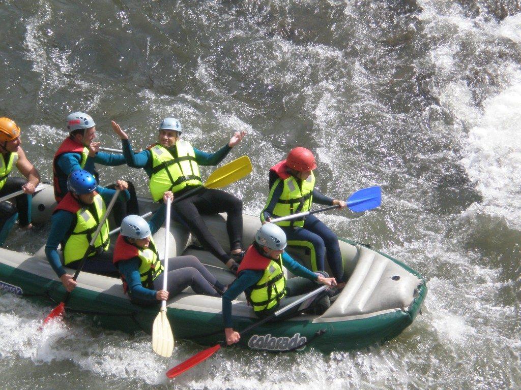 Rafting pe raul Jiu, Valea Jiului, teambuilding, aventura, Romania