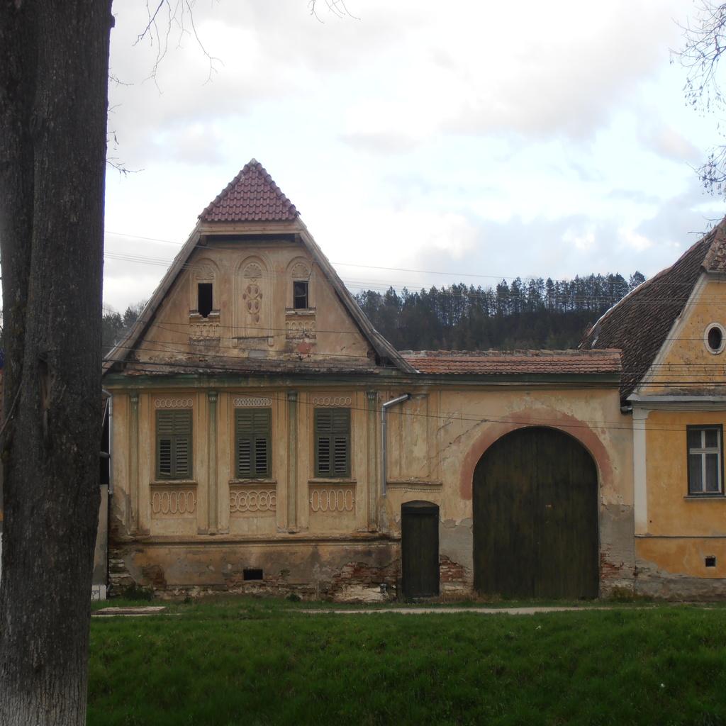 Biserica fortificata din Bazna, obiective turistice in Transilvania, atractii turistice Romania