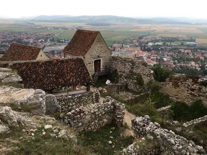 Cetatea Rasnov, obiective turistice Brasov, Romania, Cumidava, parcul dinozaurilor, Dino Parc