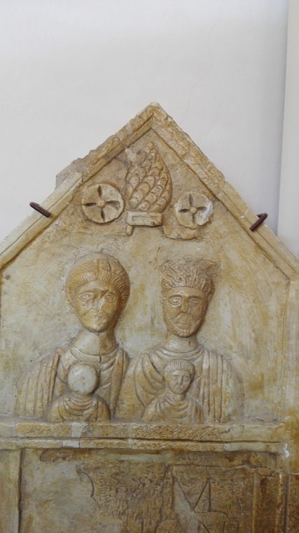 statui romane, Infoturism, Deva, obiective turistice Hunedoara Romania, Palatul Bethlen, Muzeul de Istorie