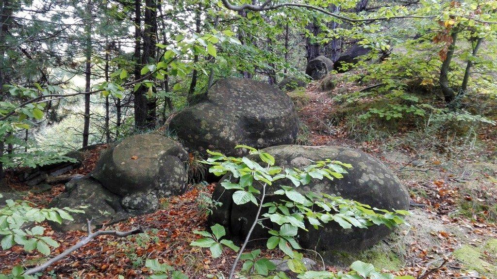 Babele de la Ulmet, Trovanti, Obiective turistice Buzau,