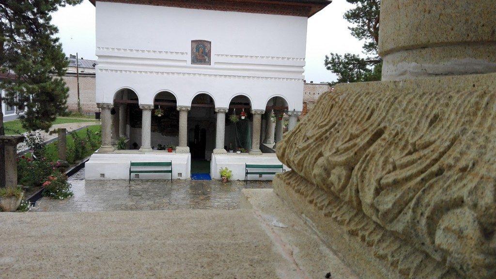 biserica-brancoveneasca-ramnicu-sarat-10