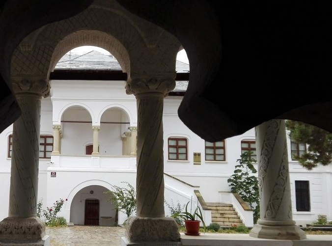 biserica-brancoveneasca-ramnicu-sarat-73