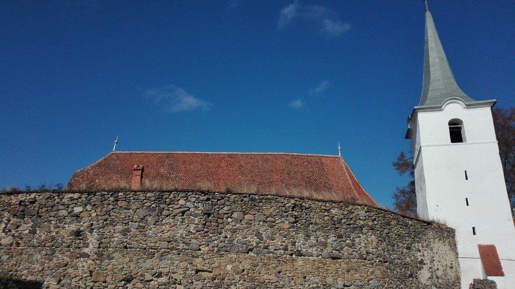obiective turistice in jurul Brasovului, Sfantu Gheorghe, biserica fortificata Ghidfalau, descopera Romania