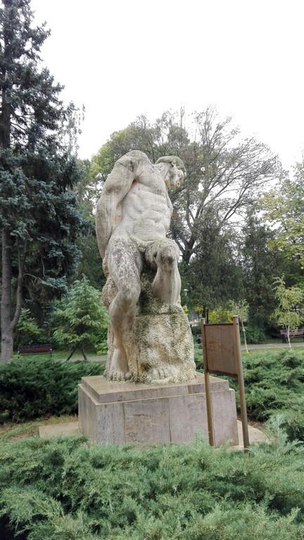 gigantii-lui-paciurea-si-stork-parcul-carol-1