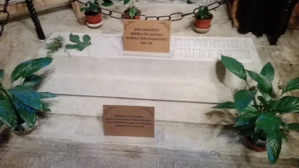 Mormantul lui Mircea cel Batran